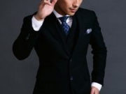 <b>刘立英伦风高清写真大片 黑色西装展绅士风度</b>