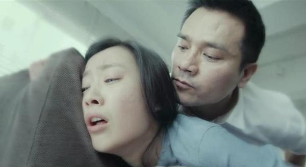 后入自拍视频_林家栋沙发后入陈法拉 《奇幻夜》激情床戏视频