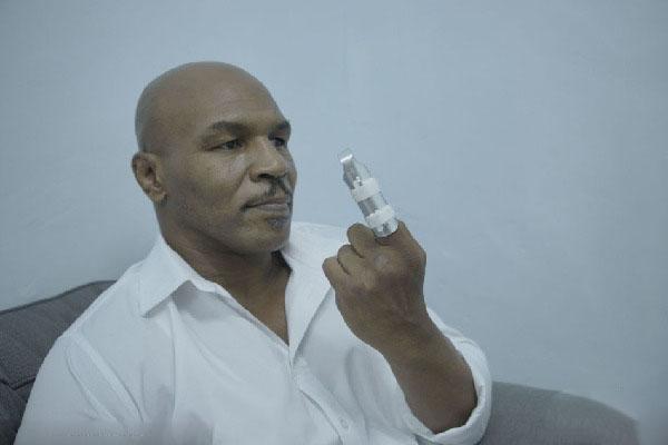 《叶问3》拳王泰森被甄子丹误伤 左手食指骨裂图片