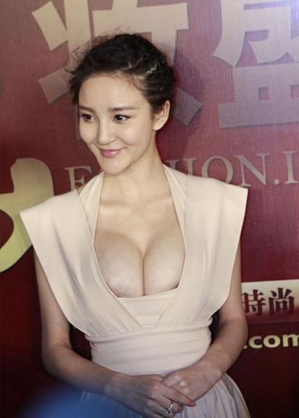 刘雨欣的排奶早已预备好了。