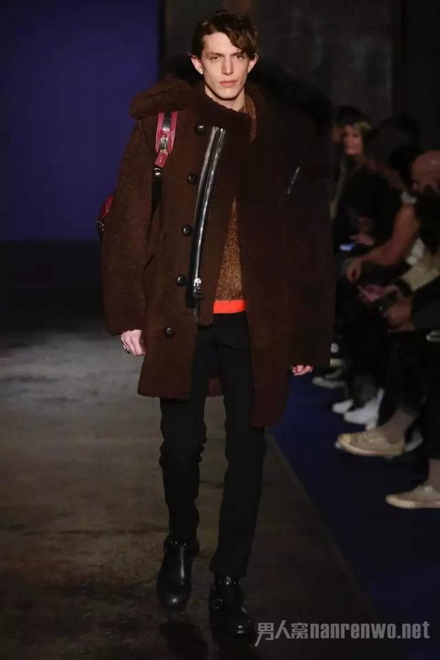 红色派克大衣