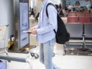 明星机场穿搭回顾 你的爱豆又变帅了