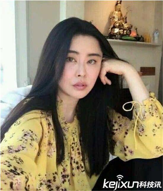 入演艺圈,在《倩女幽魂》中饰演的聂小倩一直给影迷留下深刻印象