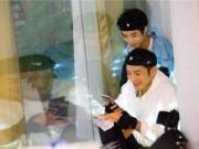 黄晓明晒和王俊凯同框照 送上18岁的祝福