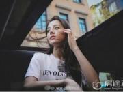 迪丽热巴晒照竟遭粉丝举报 美艳十足为何被指违反交通规则?