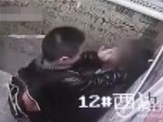 小男孩电梯内壁咚猛亲小女孩 1分钟惊人视频曝光面对监控他竟得意挑衅